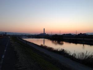 今日、冬至の夜明け前(大和川)